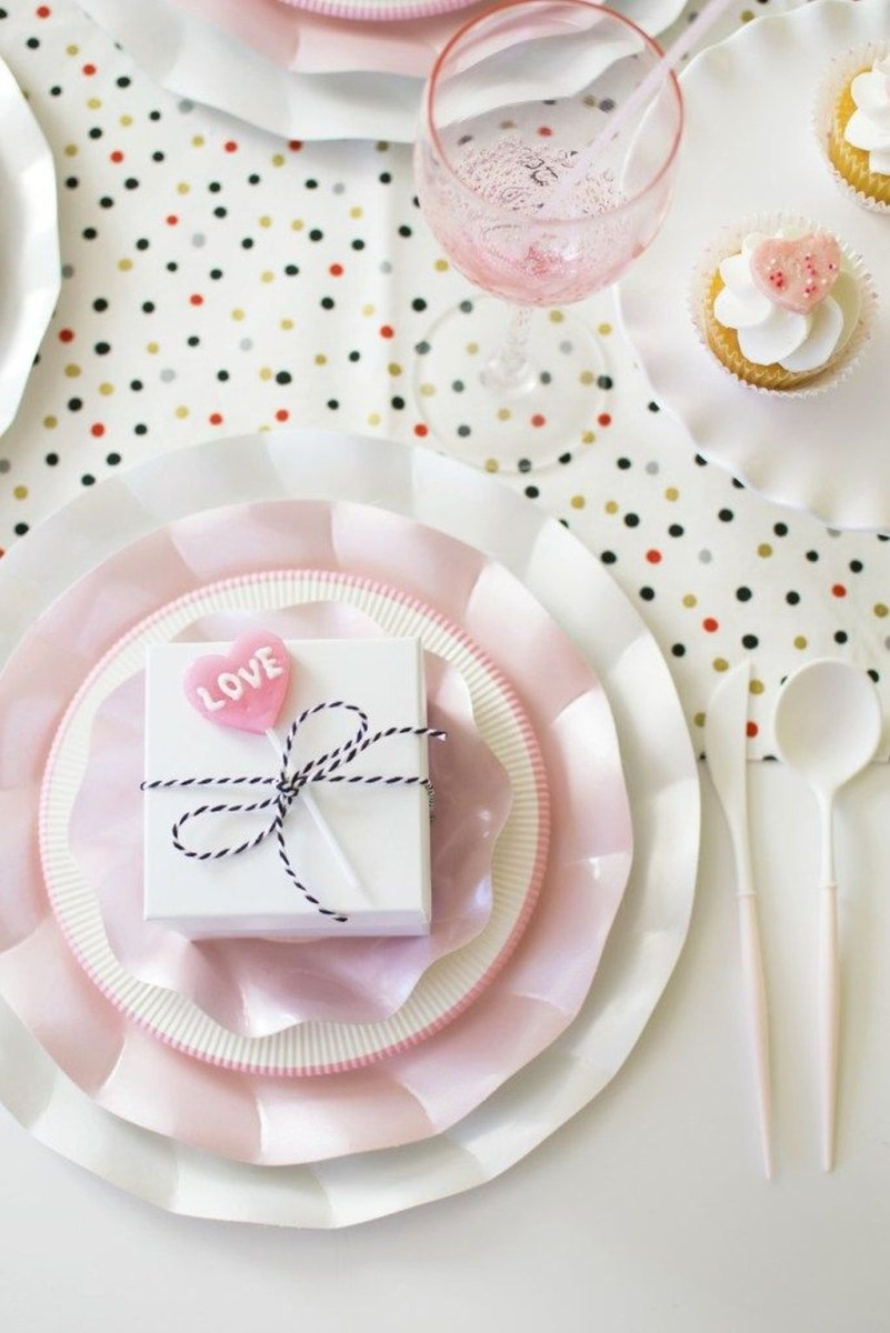 Cute Table Setting Ideas For Valentines Day 23