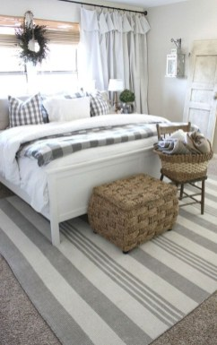 Stylish Farmhouse Bedroom Decor Ideas 35