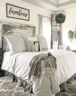 Stylish Farmhouse Bedroom Decor Ideas 52