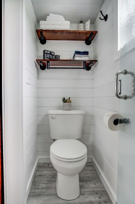 Perfect Tiny House Bathroom Design Ideas 18