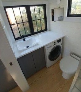Perfect Tiny House Bathroom Design Ideas 20
