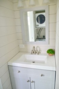Perfect Tiny House Bathroom Design Ideas 21