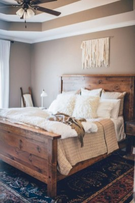 Pretty Farmhouse Master Bedroom Decorating Ideas 26