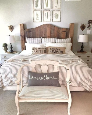 Pretty Farmhouse Master Bedroom Decorating Ideas 33