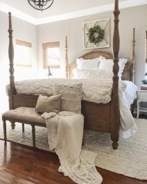 Pretty Farmhouse Master Bedroom Decorating Ideas 43