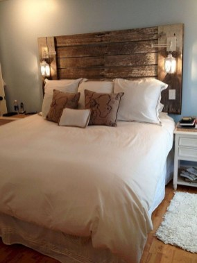 Pretty Farmhouse Master Bedroom Decorating Ideas 56