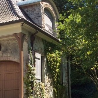 Awesome French Country Exterior Design Ideas For Home 31