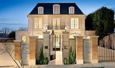 Awesome French Country Exterior Design Ideas For Home 45