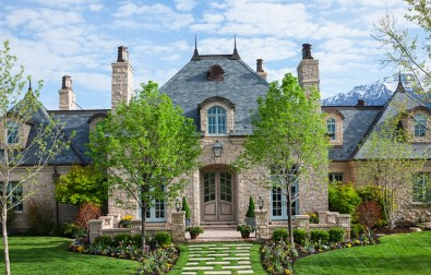 Awesome French Country Exterior Design Ideas For Home 48