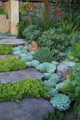 Stunning Front Yard Courtyard Landscaping Ideas 08