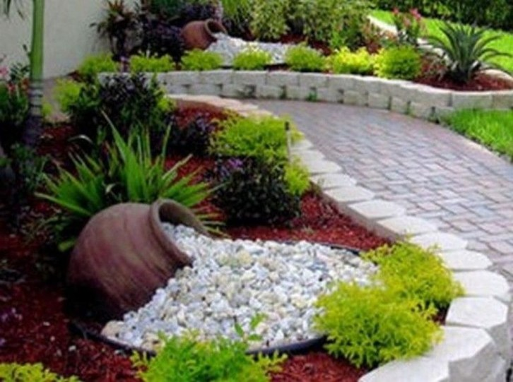 Stunning Front Yard Courtyard Landscaping Ideas 14