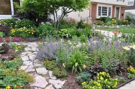 Stunning Front Yard Courtyard Landscaping Ideas 21