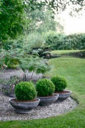 Stunning Front Yard Courtyard Landscaping Ideas 24