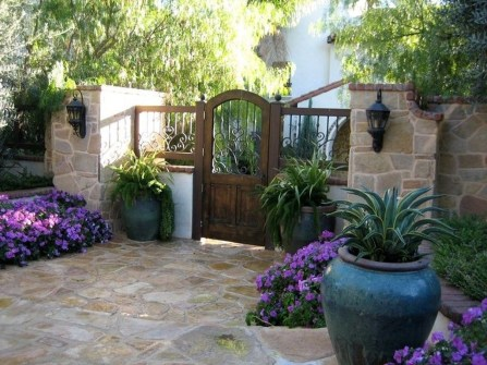 Stunning Front Yard Courtyard Landscaping Ideas 51