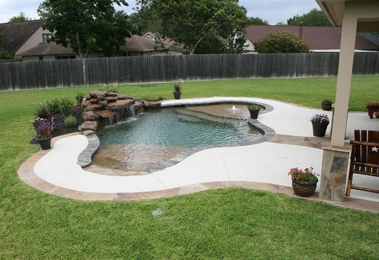 Amazing Natural Small Pools Design Ideas For Backyard 04
