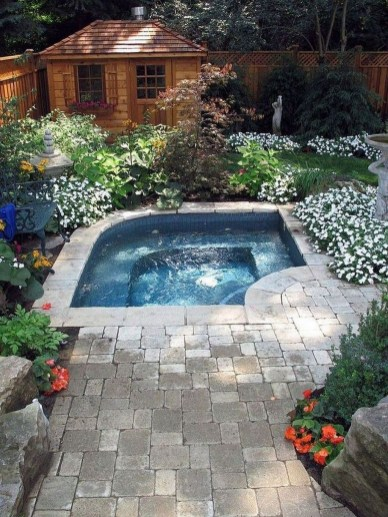 Amazing Natural Small Pools Design Ideas For Backyard 09