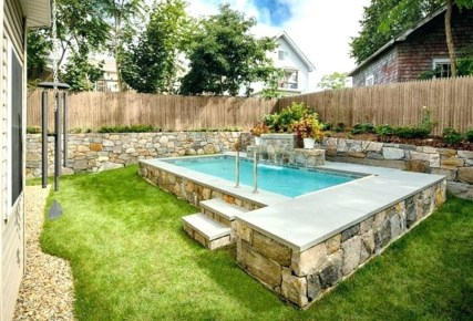 Amazing Natural Small Pools Design Ideas For Backyard 18