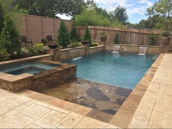 Amazing Natural Small Pools Design Ideas For Backyard 19