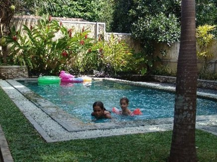 Amazing Natural Small Pools Design Ideas For Backyard 34