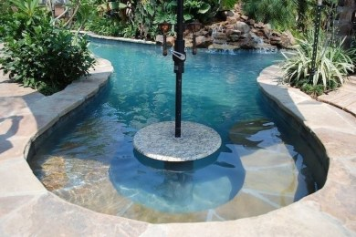 Amazing Natural Small Pools Design Ideas For Backyard 36