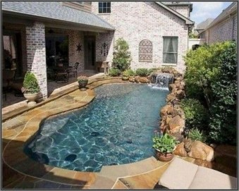 Amazing Natural Small Pools Design Ideas For Backyard 52