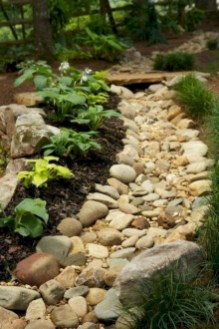 Fantastic Front Yard Rock Garden Ideas 07