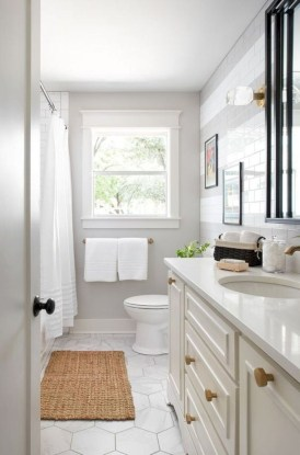 Gorgeous Small Bathroom Remodel Ideas On A Budget 43