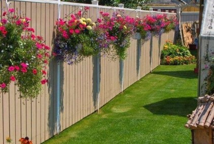 Cool Garden Fence Decoration Ideas To Try This Year 16