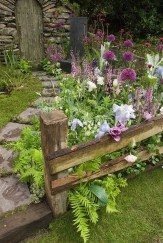 Cool Garden Fence Decoration Ideas To Try This Year 30