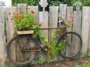 Cool Garden Fence Decoration Ideas To Try This Year 43