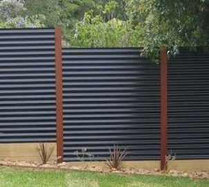 Gorgeous Black Wooden Fence Design Ideas For Frontyards 03