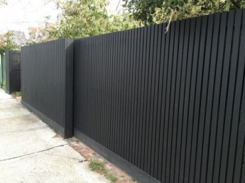Gorgeous Black Wooden Fence Design Ideas For Frontyards 10