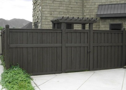 Gorgeous Black Wooden Fence Design Ideas For Frontyards 18
