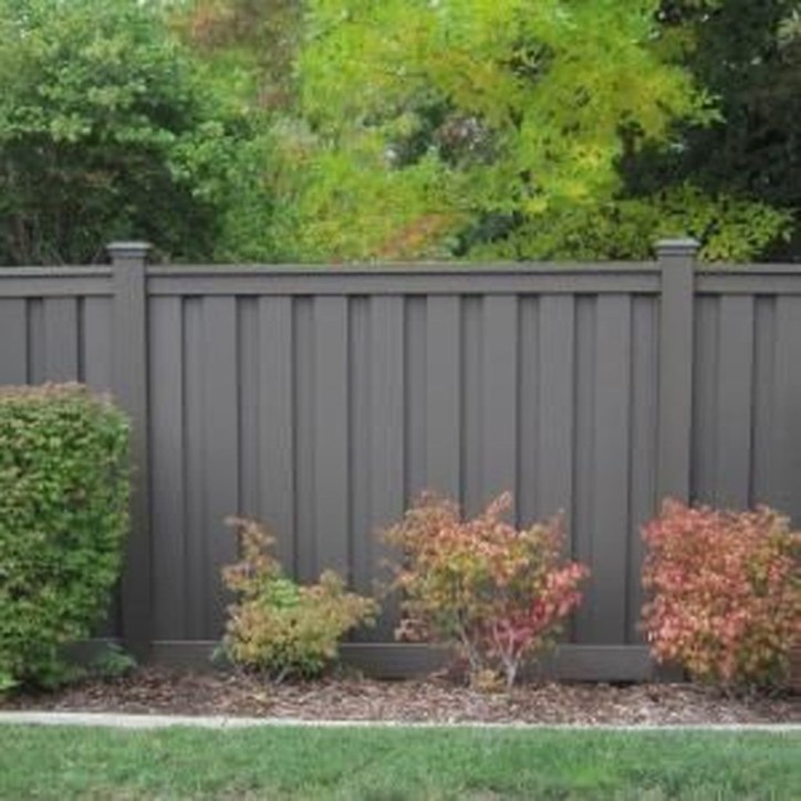 Gorgeous Black Wooden Fence Design Ideas For Frontyards 20