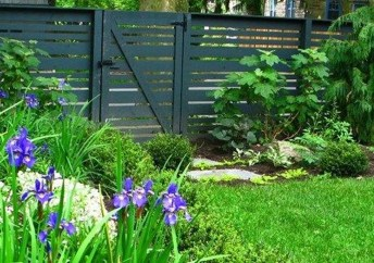 Gorgeous Black Wooden Fence Design Ideas For Frontyards 42