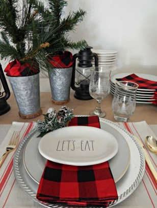 Hottest Christmas Table Decorating Ideas For You 25