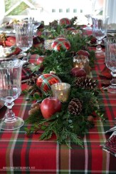 Hottest Christmas Table Decorating Ideas For You 31