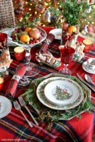 Hottest Christmas Table Decorating Ideas For You 47