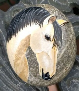 Inspiring Diy Painted Rocks Ideas With Animals Horse For Summer 09