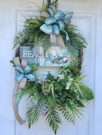 Pretty Summer Wreath Decor Ideas For Front Door 34