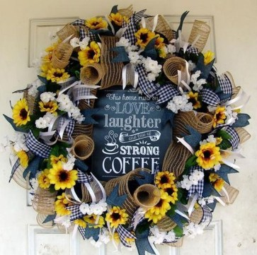 Pretty Summer Wreath Decor Ideas For Front Door 48