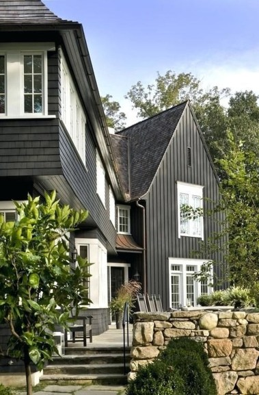 Astonishing Exterior Paint Colors Ideas For House With Brown Roof 05