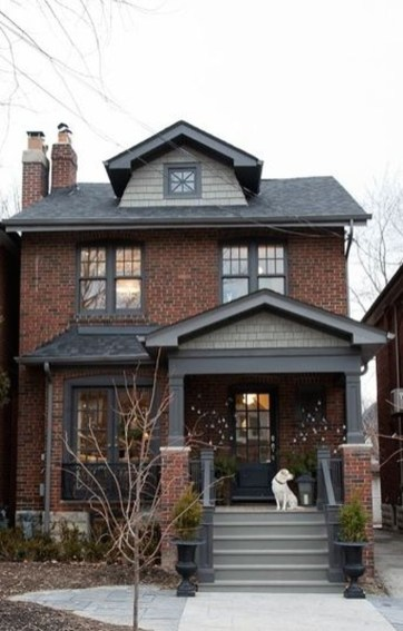 Astonishing Exterior Paint Colors Ideas For House With Brown Roof 18