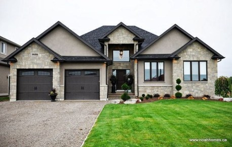 Astonishing Exterior Paint Colors Ideas For House With Brown Roof 32