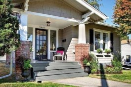Astonishing Exterior Paint Colors Ideas For House With Brown Roof 47