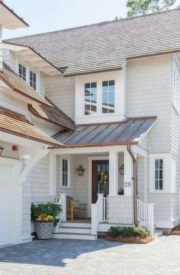 Astonishing Exterior Paint Colors Ideas For House With Brown Roof 48