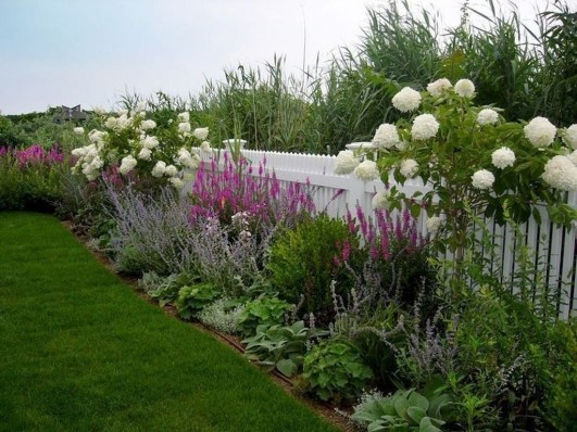 Attractive Border Garden Ideas To Your Landscaping Edging 06