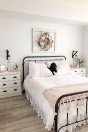 Classy Farmhouse Bedroom Ideas To Try Right Now 13