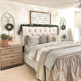 Classy Farmhouse Bedroom Ideas To Try Right Now 37
