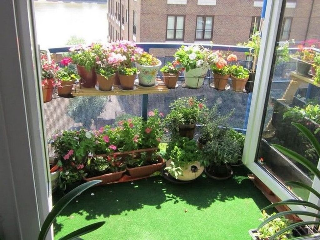 Cool Apartment Balcony Design Ideas For Small Space 04